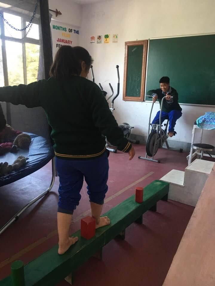 Fahrradergometer und Trampolin Chauntra Special Care Center