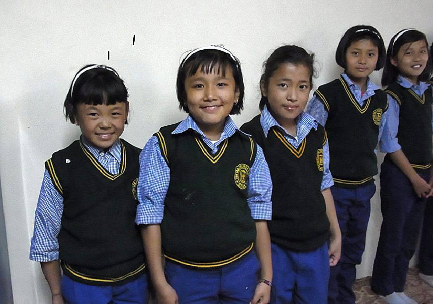 Schülerinnen Schulkleidung TIPA Dharamsala