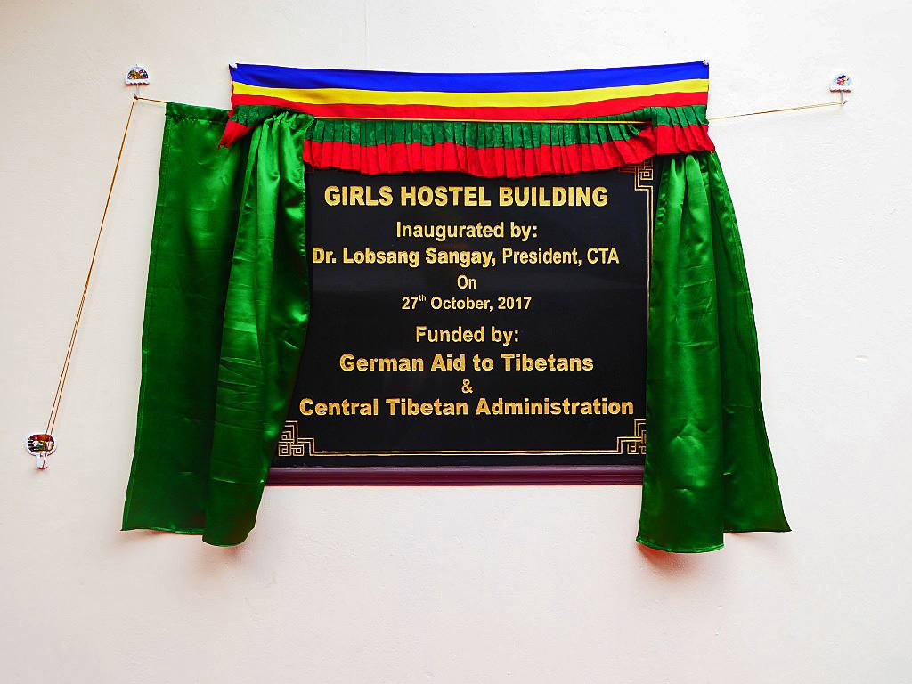 Spenden Plakette Deutsche Tibethilfe e.V. Girls Hostel Gebäude