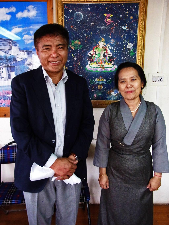 Direktor Sekretärin Tibetan Institute of Performing Arts Dharamsala