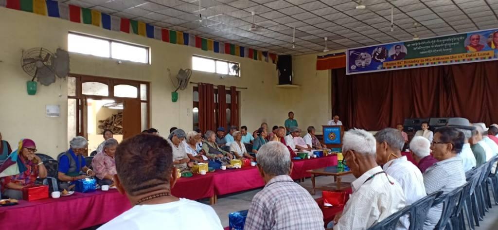 Versammlung im Gemeindehaus Paonta