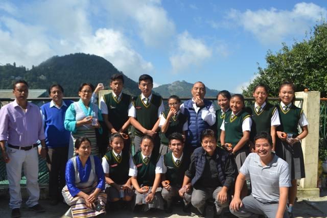 Grppenfoto Mussoorie Mitarbeiter und Schüler