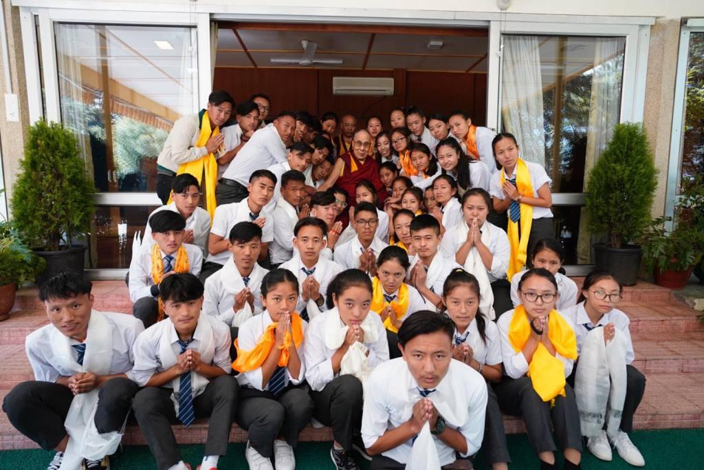 Schüler und Lehrer der Namgyal Highschool