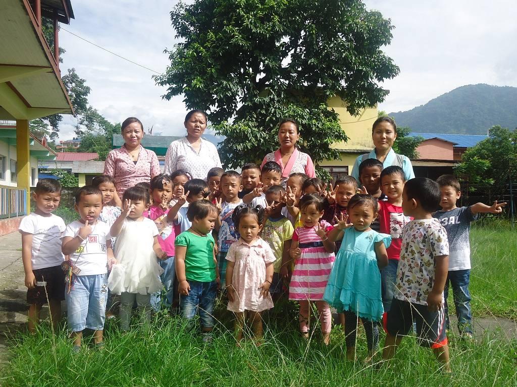 Gruppenfoto Kindergartenkinder Tashi Palkhiel