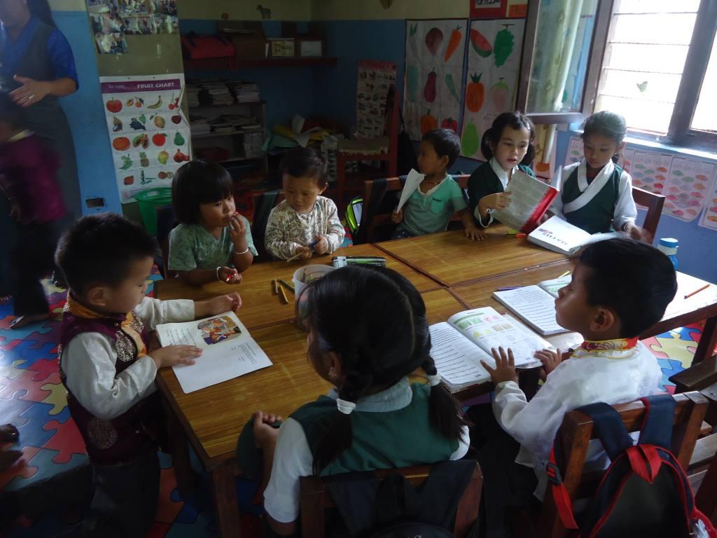 Kinder im Unterricht der Vorschule Tashi Palkhiel