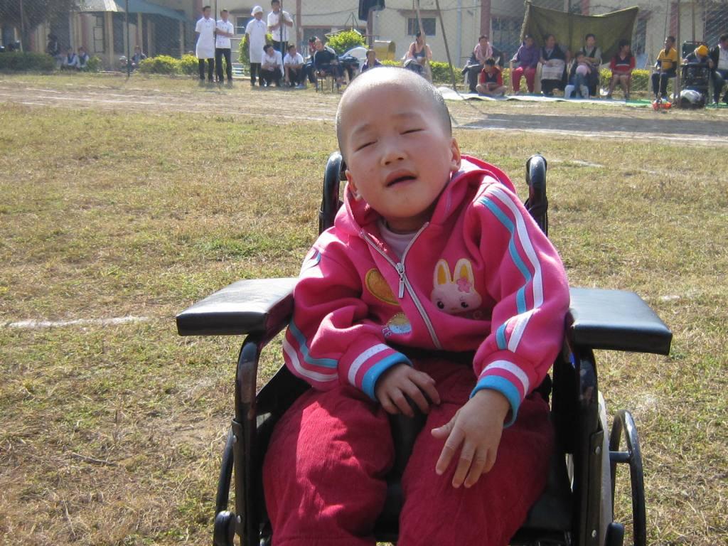 Ngoenga Schülerin im Rollstuhl auf dem Sportfest