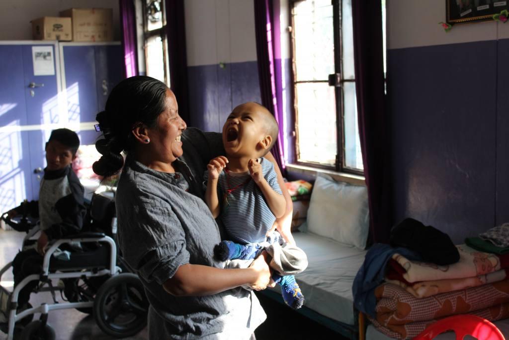 Kind mit Krankenschwester