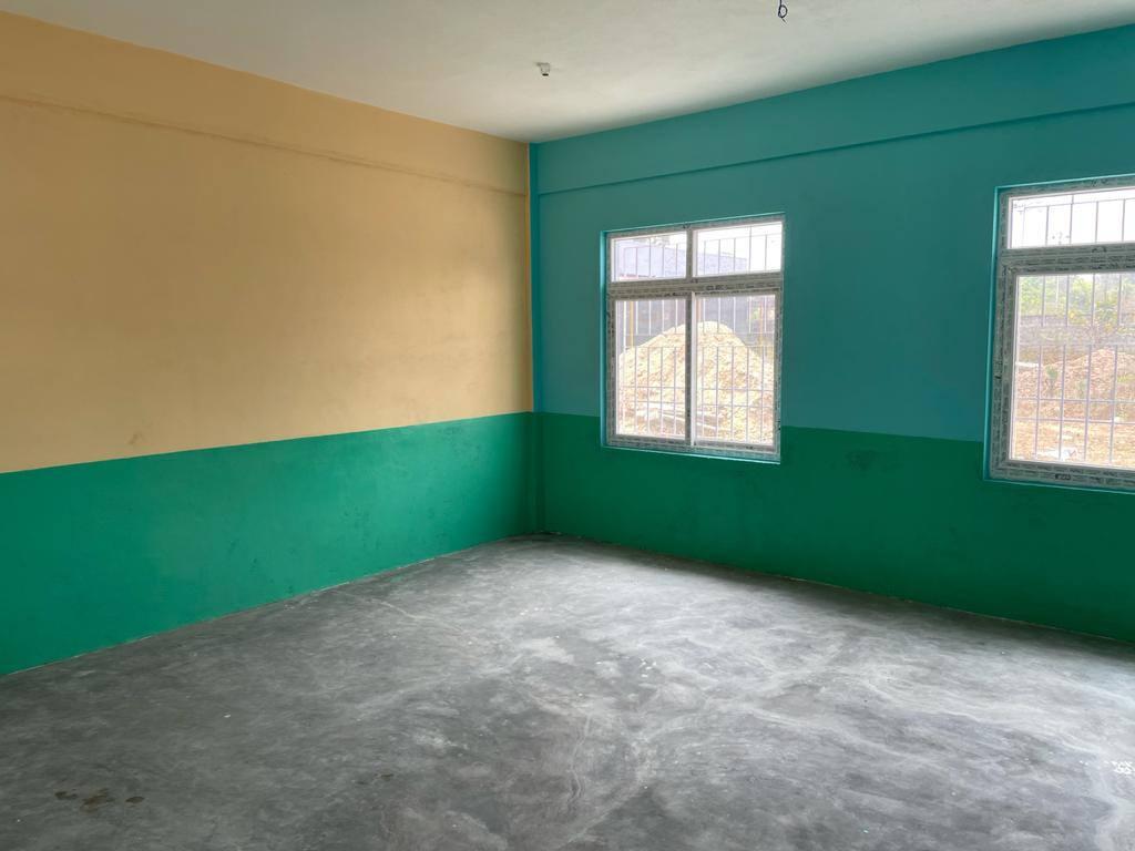 blau-gelbes Klassenzimmer
